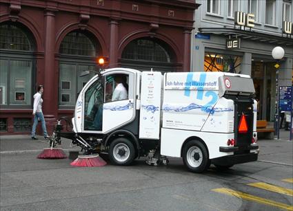Машина на водневому паливі для прибирання вулиць.